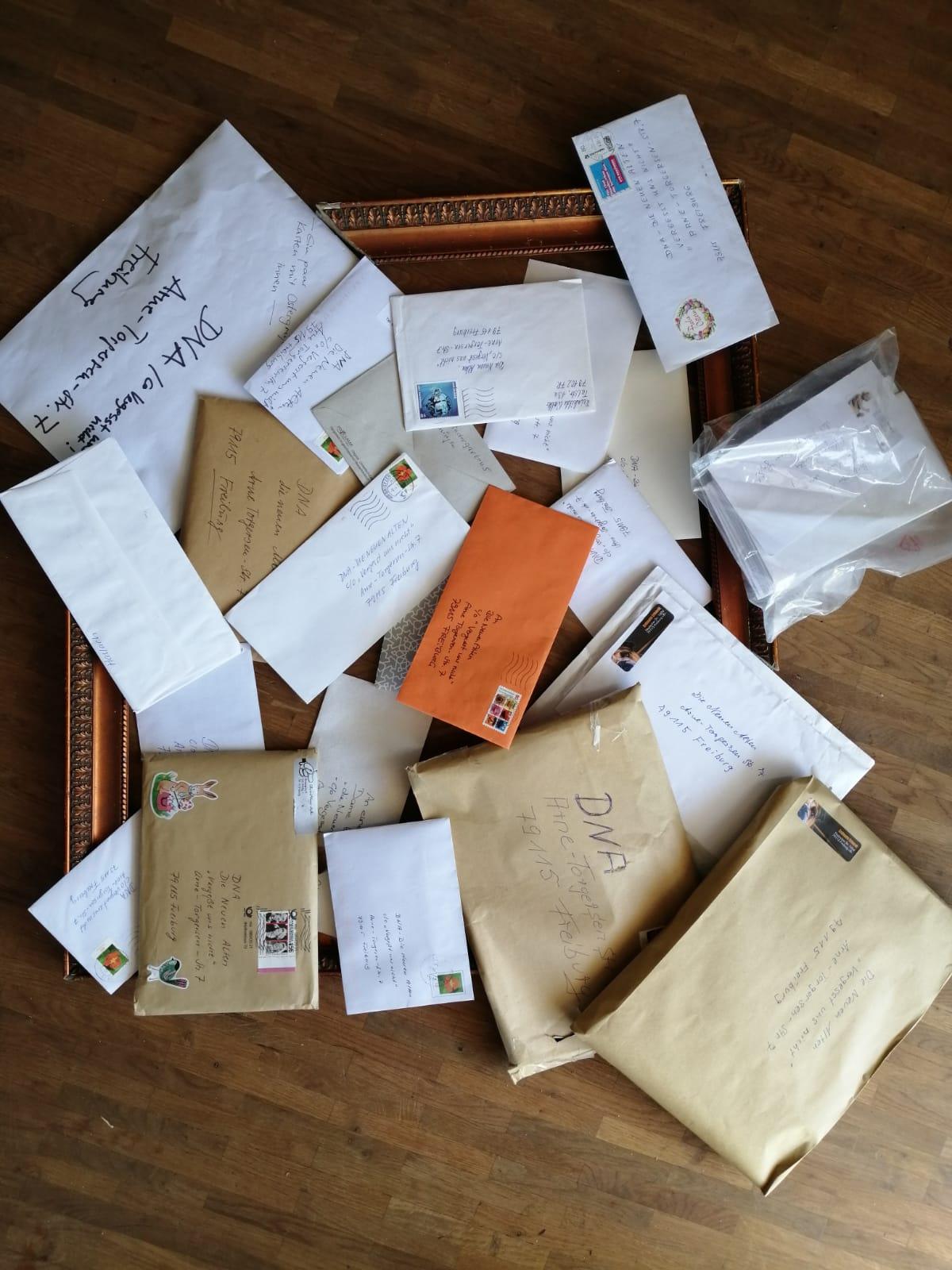 Dankesbriefe an DNA (Foto: DNA - Die Neuen Alten)